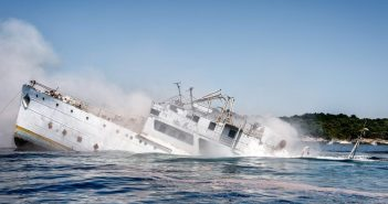 Schiff versenkt Tito 2016